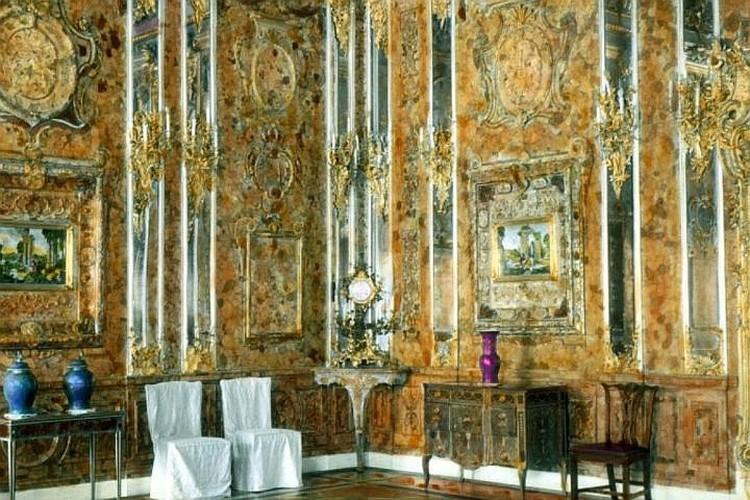 Так выглядел оригинальный интерьер, изготовленный немецкими мастерами и преподнесенный в подарок Петру I.