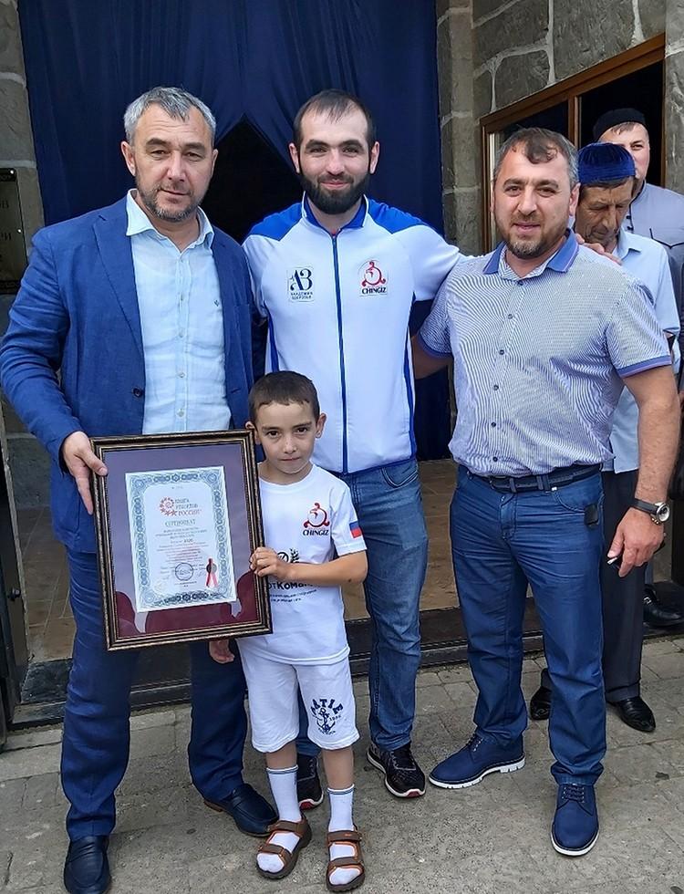 Шестилетний Ибрагим Льянов из Ингушетии отжался 4445 раз
