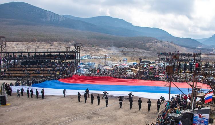 Самый большой флаг России. Гора Гасфорта.