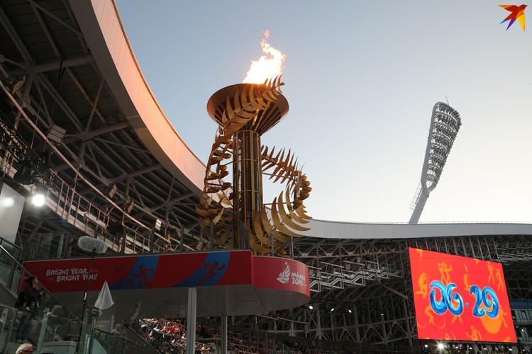 5. Пламя мира, символическая папараць-кветка, горело до конца церемонии. А потом разбилось на тысячи огоньков.