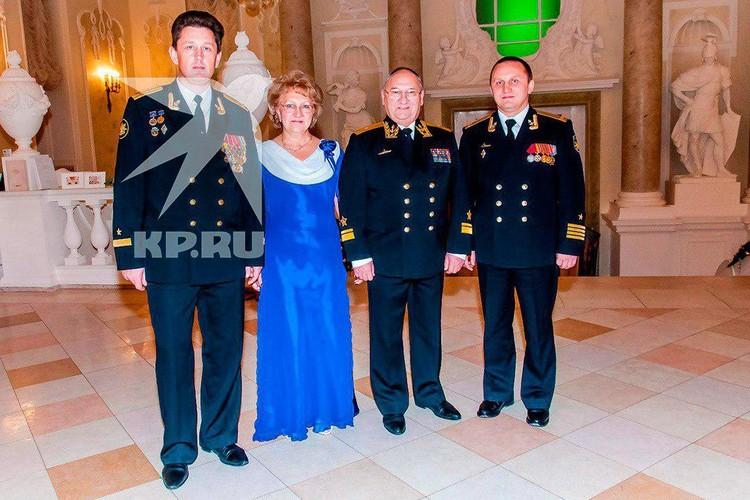 Андрей Воскресенский и контр-адмирал Владимир Бердердинов (второй справа)