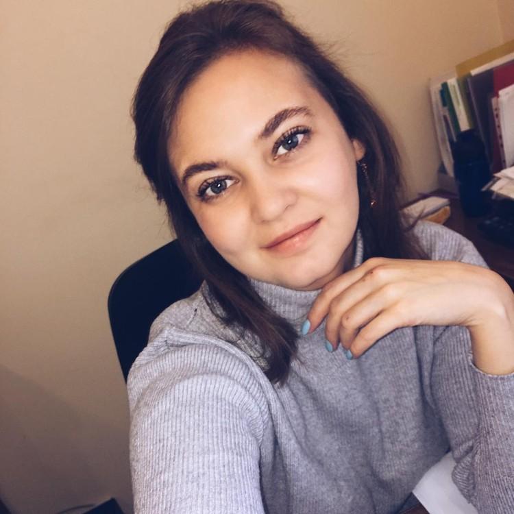 Аня на работе