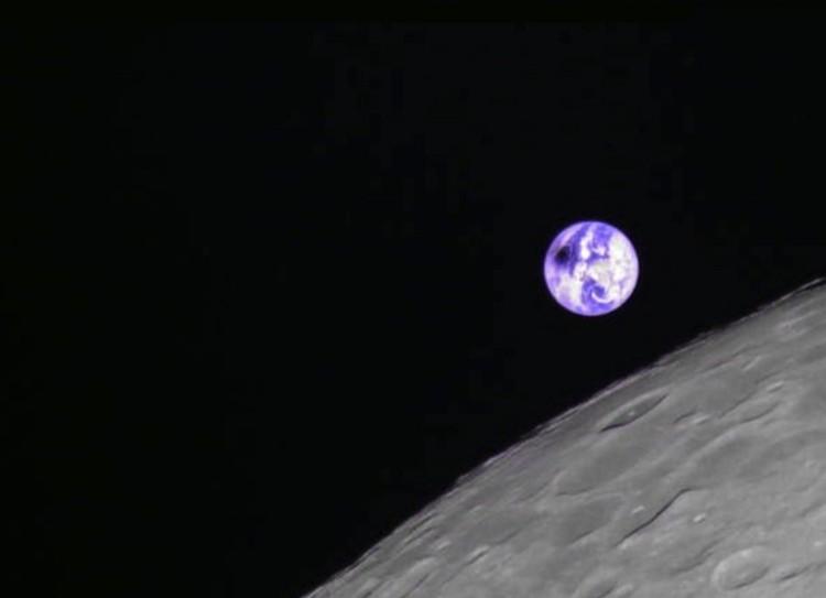 Лунная тень на поверхности Земли: снимок с орбиты Луны.
