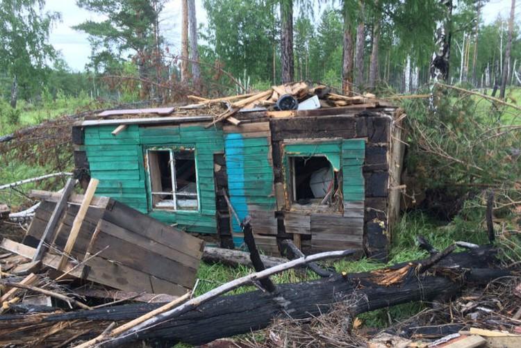 """Найти уплывший дом - удача, можно забрать уцелевшие вещи. Фото: группа """"Тулун, дома и вещи на островах после наводнения"""" в соцсетях."""