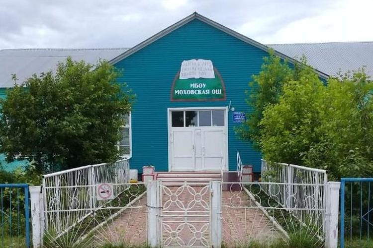 Ухоженный дворик, свое хозяйство - здесь построили маленький коммунизм. Фото: личный архив.