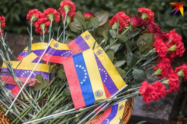 В сквере Симона Боливара прошла торжественная церемония в честь 208-й годовщины провозглашения независимости Венесуэлы.