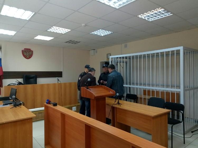 Из зала суда Валерия Лагунова вывели в наручниках и под конвоем