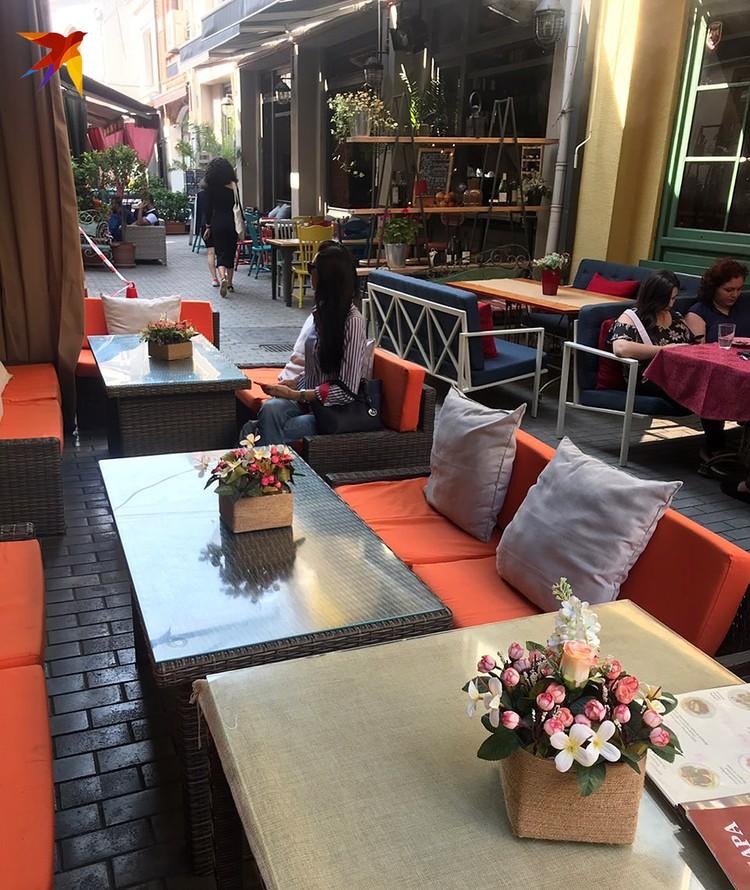 В тбилисских кафе теперь пусто и скучно