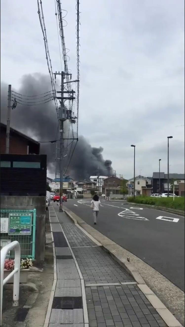 Столб дыма над студией виден издалека