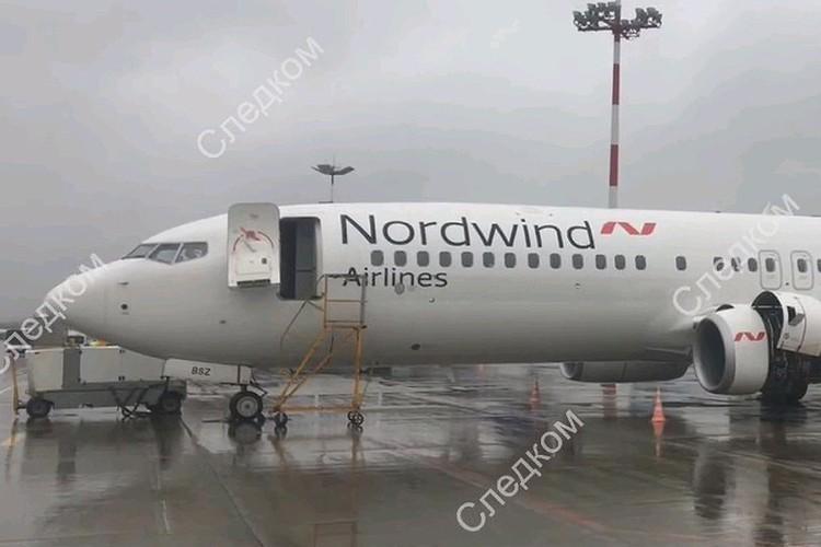 Сейчас с самолетом, на борту которого произошло задымление, работают следователи.