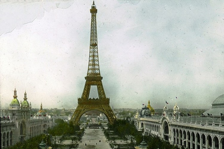 В Париже в XIX веке Всемирные выставки проводились пять раз. В 1889-м специально для такой выставки и построили Эйфелеву башню.