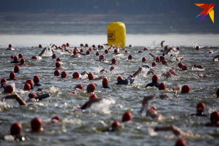 Тысяча спортсменов приняли участие в соревнованиях по триатлону Alfa-Bank Minsk Triathlon 201
