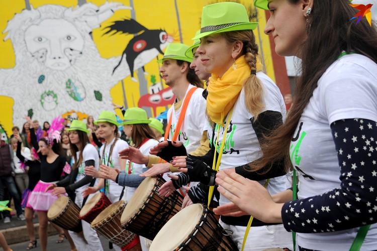 А завершится фестиваль Vulica Brasil большим праздником на улице Октябрьская, которая на день станет пешеходной