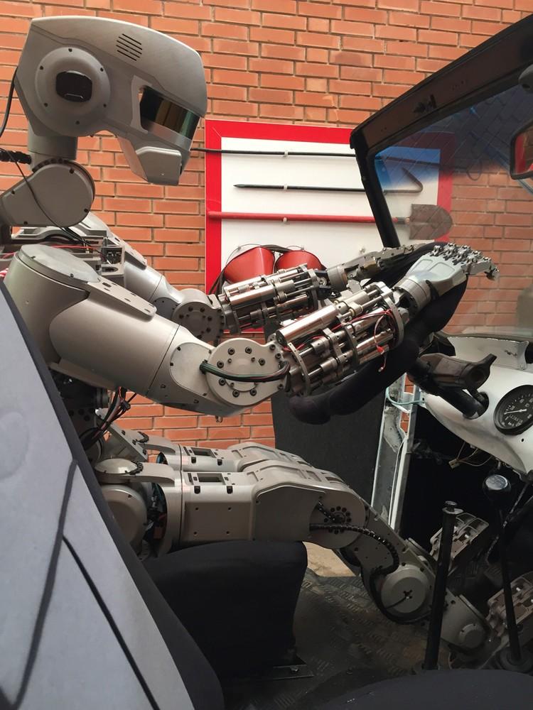 Федор станет первым в истории российским роботом-астронавтом.