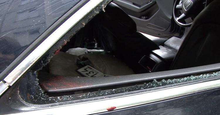 Рука пешехода осталась в салоне сбившей его машины.
