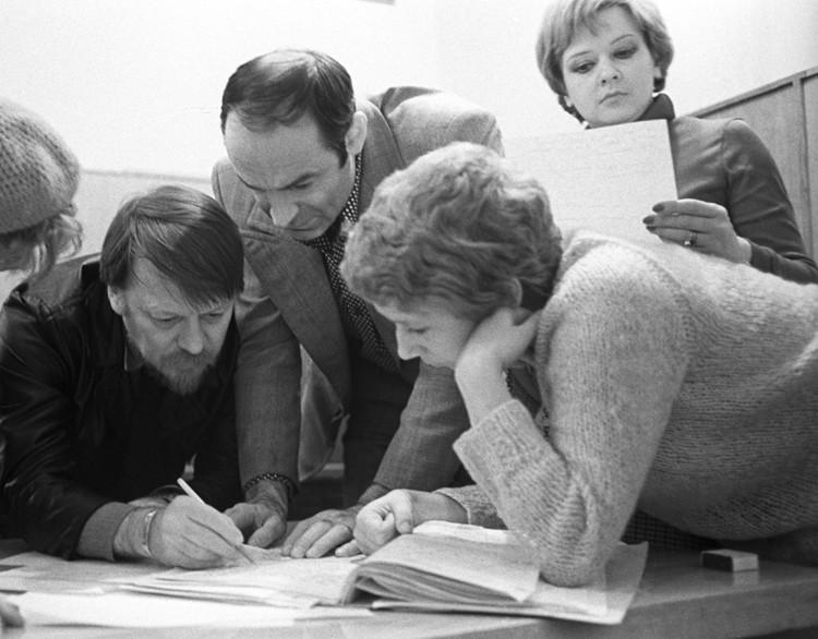 """Валентин Гафт с коллегами в театре """"Современник"""", 1980 год"""