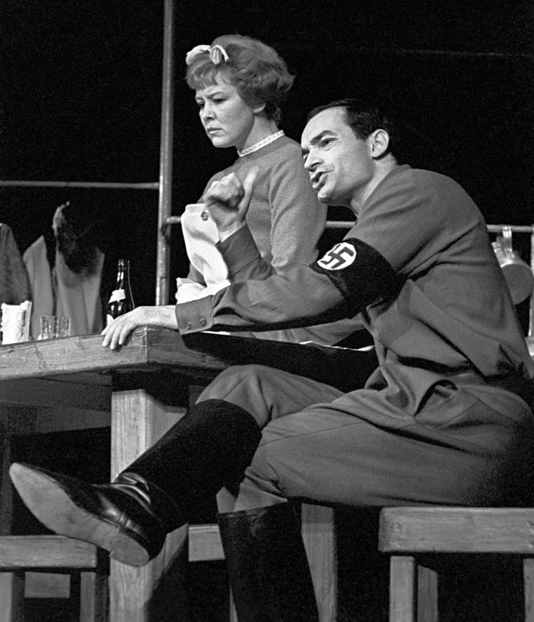 Спектакль «Страх и отчаяние в Третьей империи» на сцене театра имени Ленинского комсомола, 1967 год