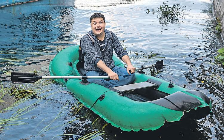 Журналист Павел Клоков (под впечатлением от живой природы): - Выплывают расписные комсомольские челны!
