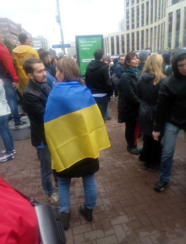 Некоторые участники пришли с украинскими флагами