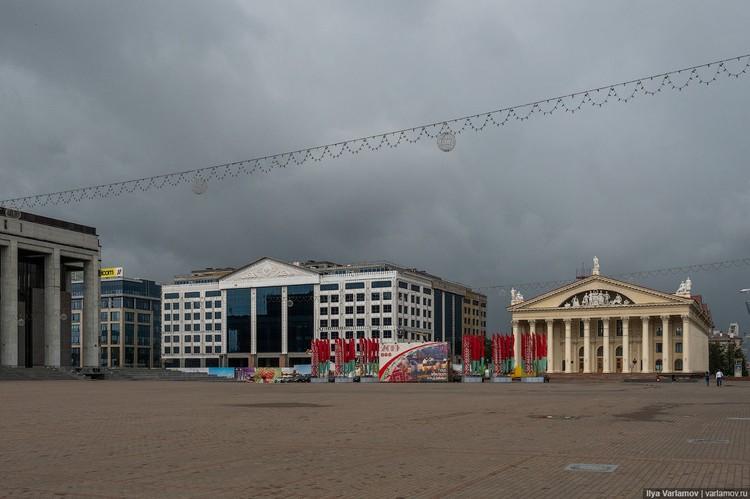 Досталось от блогера и строящемуся многофункциональному комплексу на Октябрьской площади Фото: varlamov.ru
