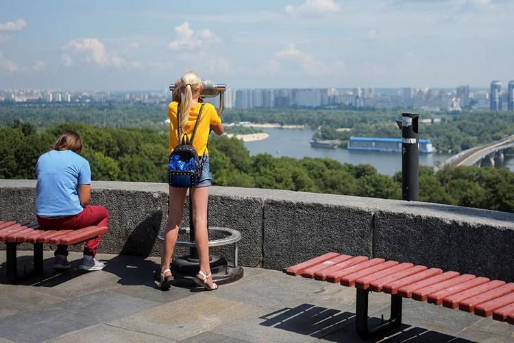 Смотровая площадка с видом на украинскую столицу.