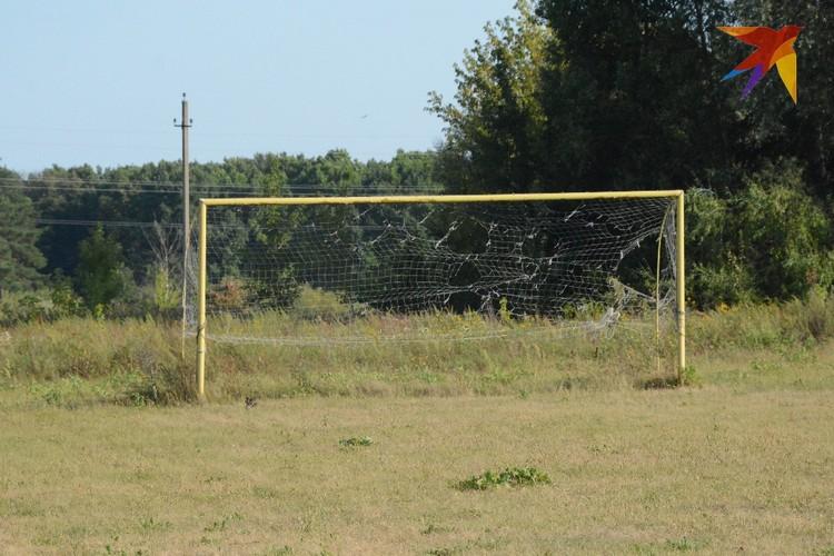 """Футбольное поле и спортивная площадка находятся в ста метрах от лагеря. Фото """"КП-Рязань""""."""