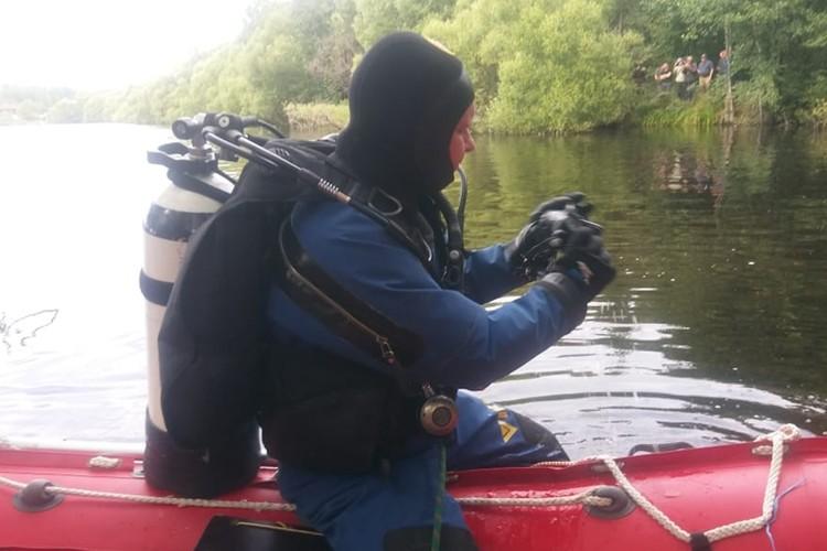 Водолазы осматривают дно озера. Фото: ГУ МЧС России по Нижегородской области