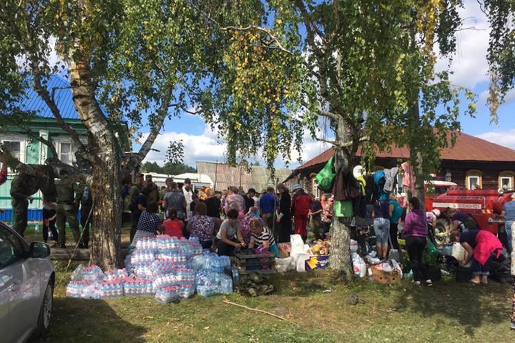 """Нижегородцы привозят воду для волонтеров. Фото: ПСО """"Волонтер"""""""