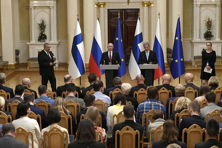 Через час президенты вышли к прессе для подведения итогов