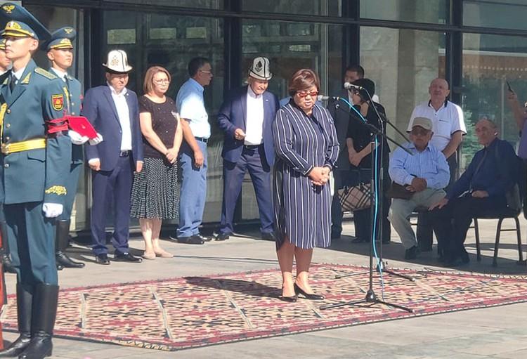 Роза Исаковна вспомнила, что впервые открыла для себя горы Иссык-Куля благодаря Эмилю Джапаровичу.