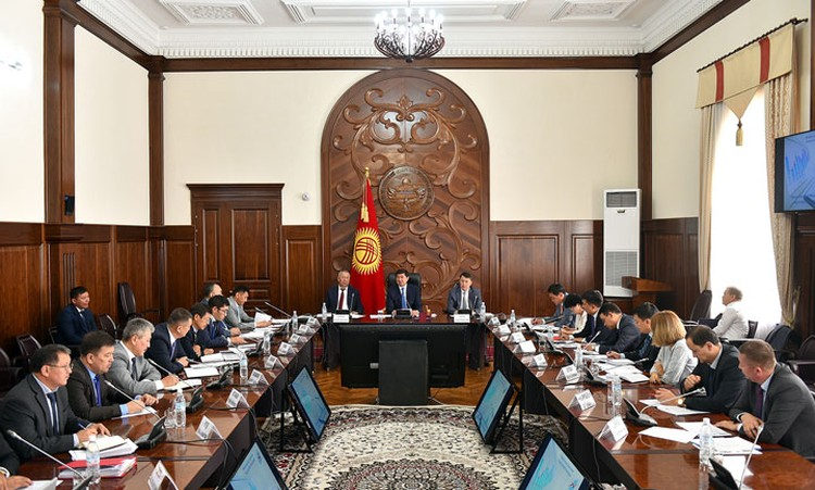 На совещании по вопросу механизмов работы Фонда развития природы и Фонда социального партнерства по развитию регионов премьер-министр рассказал, какие выгоды получит Кыргызстан благодаря реализации Стратегического соглашения.