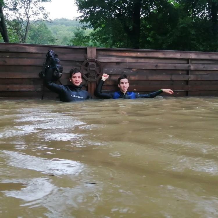 Вода прибывала стремительно, люди не успевали спасти ценные вещи. Фото: предоставлено героем публикации.