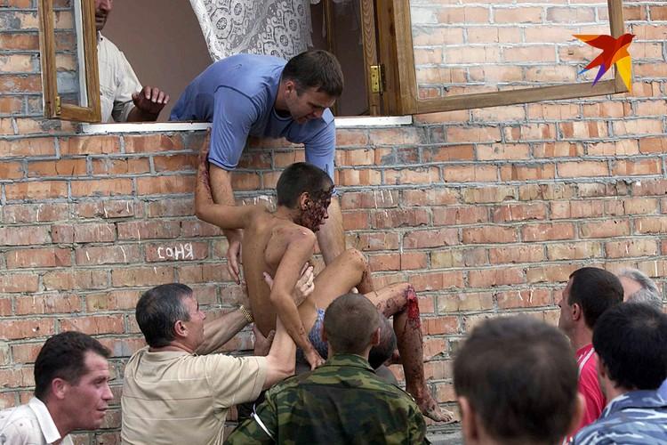 Те, кто был в те черные дни в Беслане, кто видел сам это чудовищное жертвоприношение, почему-то помалкивают