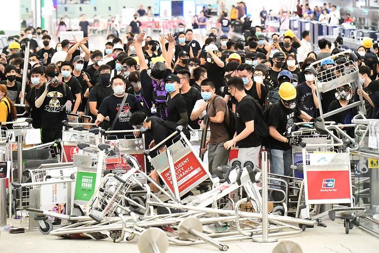 Беспорядки в аэропорту Гонконга 13 августа 2019 года.
