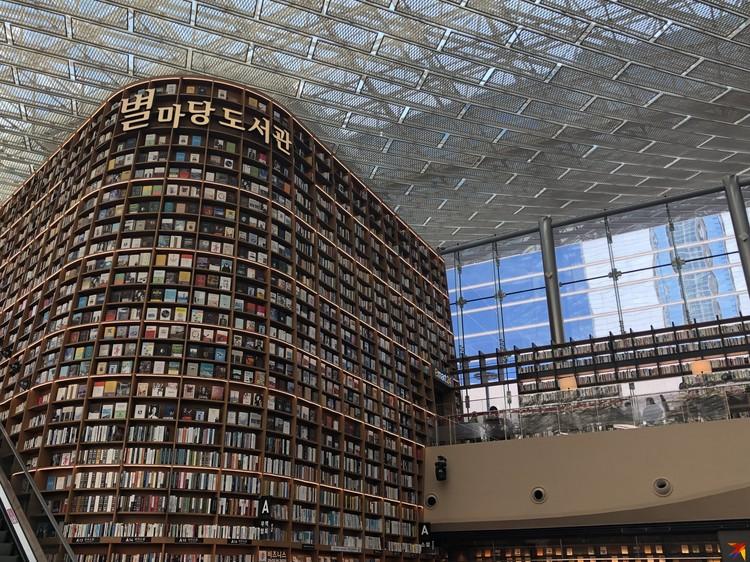 Библиотека в одном из торговых центров