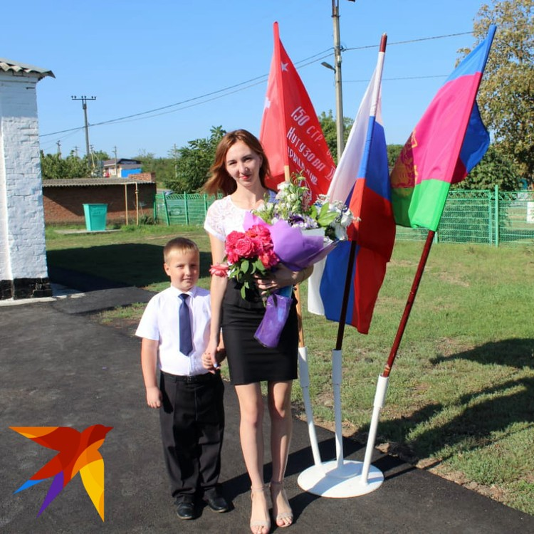 Дима вместе со своей первой учительницей.