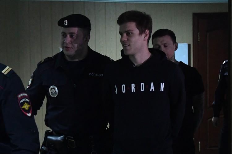 Кокорин и Мамаев устроили драку в московском кафе в октября 2018 года.