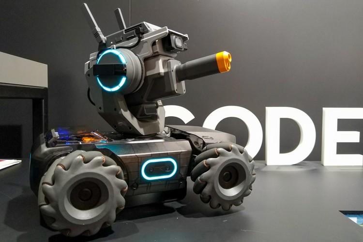 Робот для баталий и гонок от DJI.