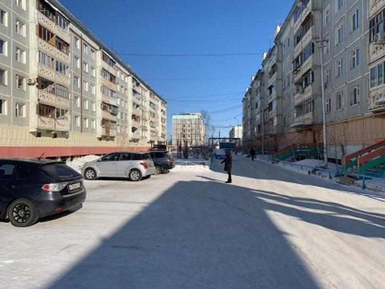 В этом дворе ночью 17 марта произошло нападение на жительницу Якутска.