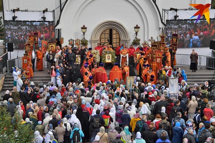 15 сентября, в подмосковной усадьбе Ильинское-Усово состоялся VIII Елисаветинский крестный ход. Больше фото - в фоторепортаже kp.ru