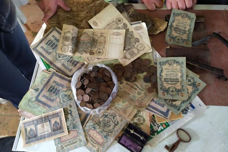 Банкноты на суммы 22 000 царских рублей. Фото: Марина Клайн/газета «Регион»