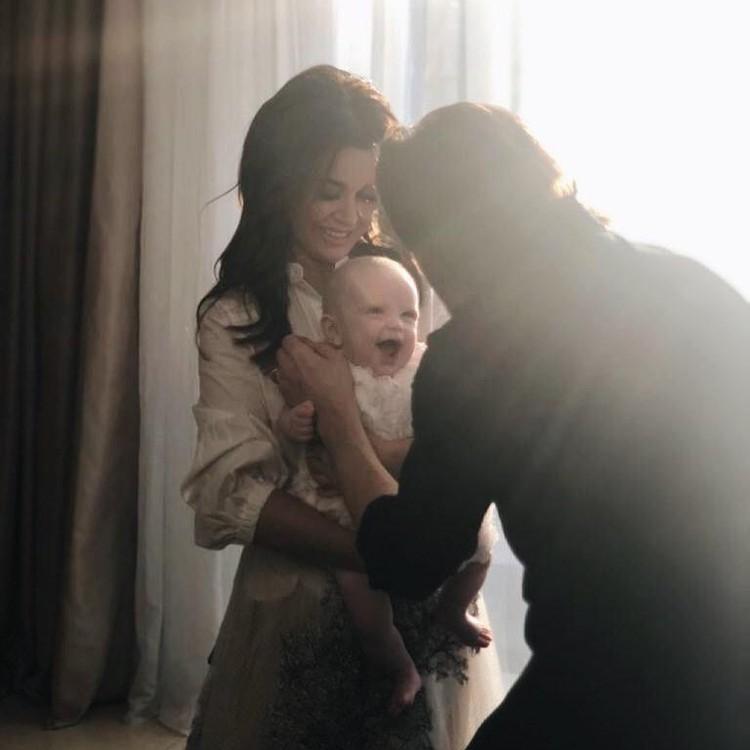 Анастасия Заворотнюк с мужем и ребенком