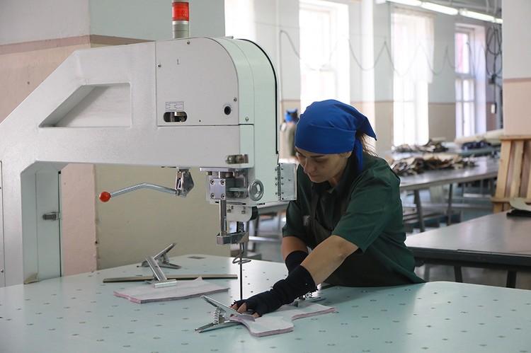 Большинство в колонии работает в швейном цеху