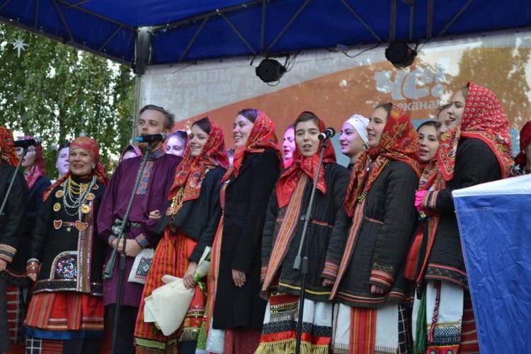 Воронежские коллективы приготовили для горожан концертную программу.