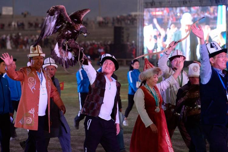 Делегация спортсменов. В Играх участвовали 700 атлетов.