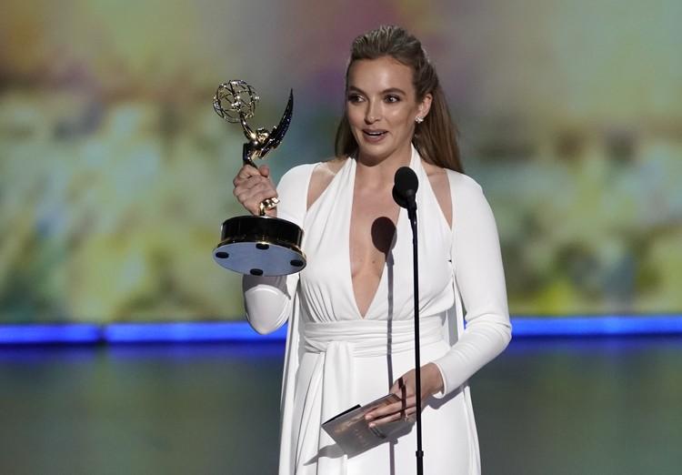 Британская актриса Джоди Комер завоевала награду телеакадемии США Emmy за лучшую женскую роль в драматическом сериале «Убивая Еву»