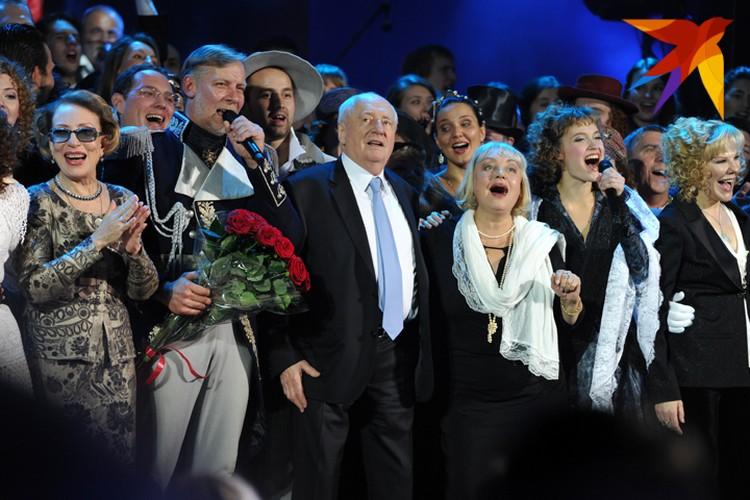 Марк Захаров празднует юбилей на сцене родного театра.