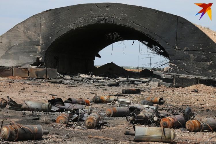 "Последствия ракетного удара США по авиабазе ""Шайрат"""