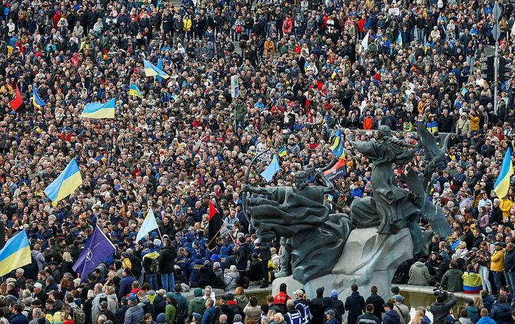 После победы Евромайдана в Киеве в 2014-м, пожалуй, ни одна акция протеста не собирала в центре Киева такого количества участников, как нынешняя