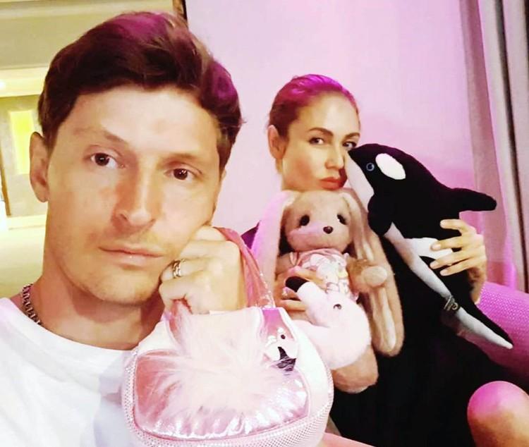 Ляйсан и Паша с игрушками